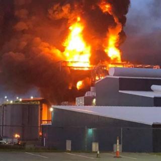 North Carolina residents flee airborne acid after zinc plant fire