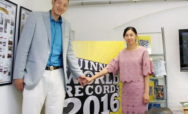 Meet the world's tallest couple with a combined height of 13 feet and 10 inches (Photos)