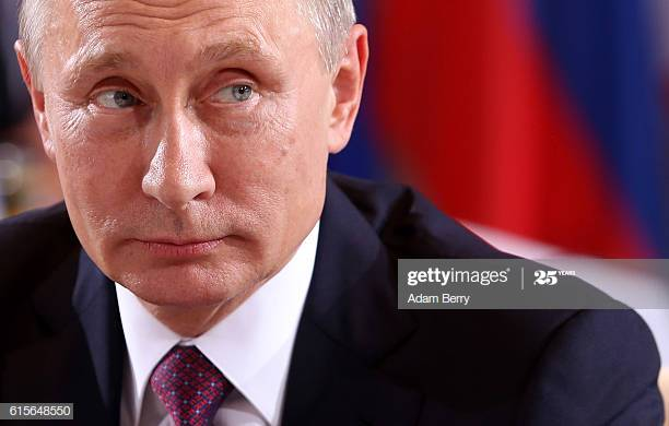 russian-president-vladimir-putin-attends-a-meeting-to-discuss-the-picture-id615648550.jpg